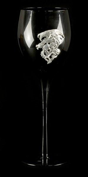 Schwarzes Weinglas - Drache mit drei Totenköpfen