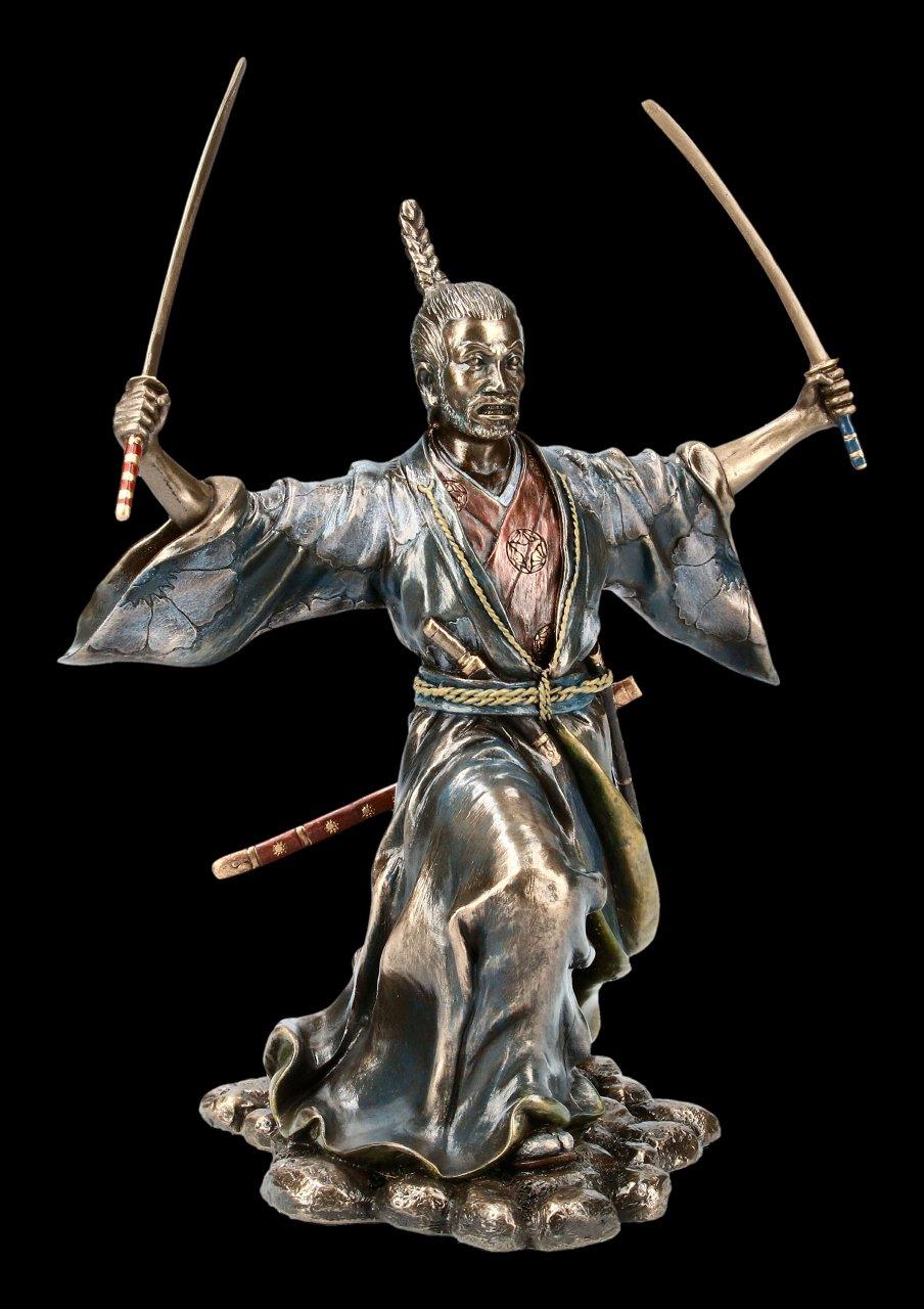 Samurai Figur - Bujutsu mit zwei Schwertern