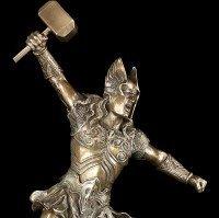 Thor Figur im Kampf