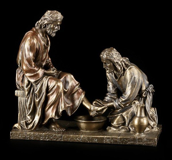 Jesus Figurine - Maundy - Washing of the Feet