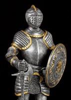Ritter Figur mit Axt und Rundschild