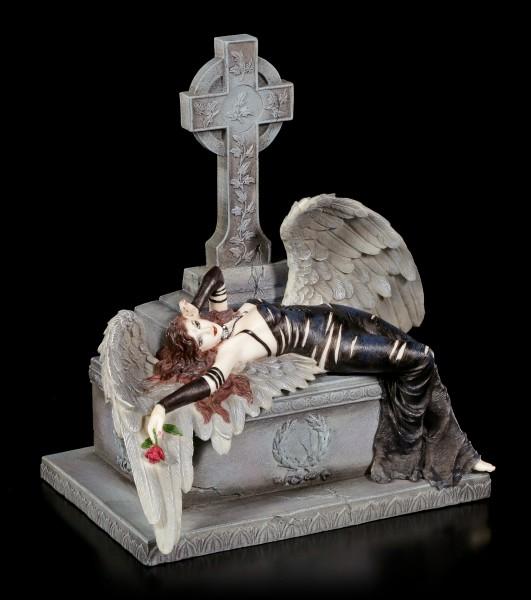 Gothic Engel Figur liegt auf Grabmal