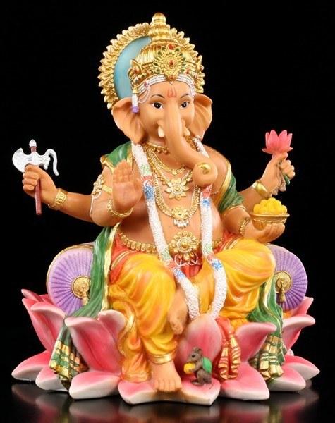 Ganesha Figur sitzt auf Lotusblüte