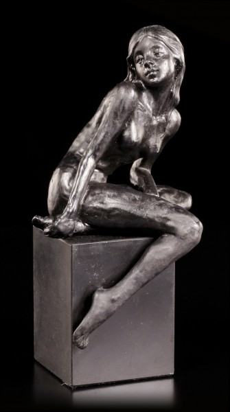 Nude Figurine - Women in Black