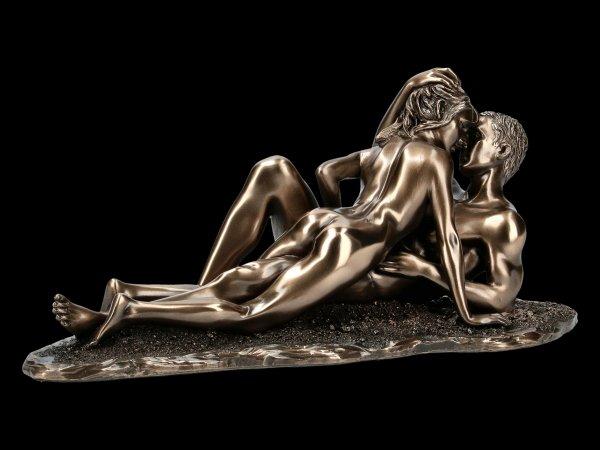 Nude Figurine - Love on the beach