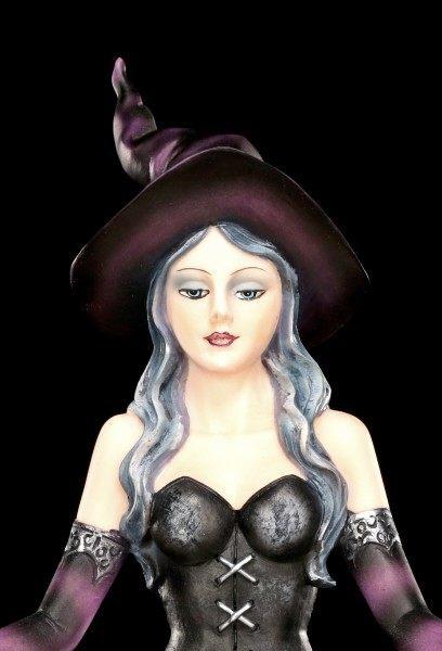 Hexen Figur - Aradia beschwört Zauber