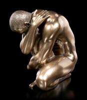 Männliche Akt Figur - Am Boden mit angezogenem Bein