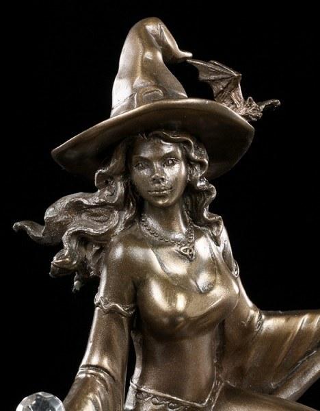 Hexen Figur - Hexe reitet auf Besen
