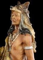 Indianer Figur mit Wolfspelz