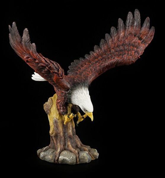 Adler Figur im Sturzflug