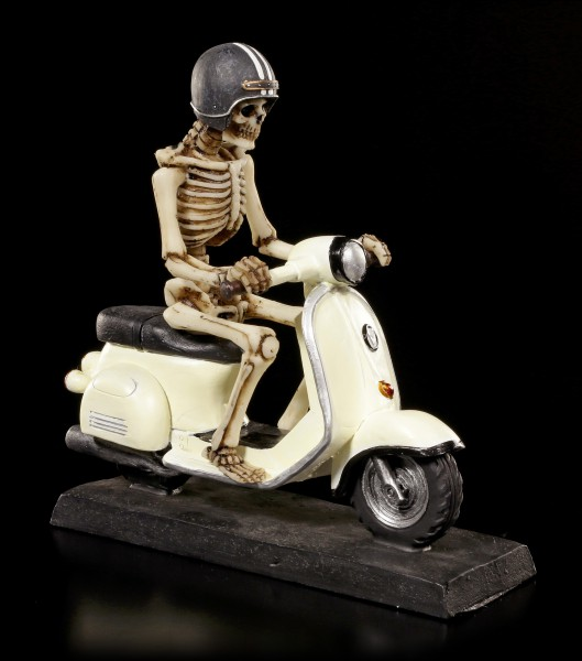 Skelett Figur auf Mofa Roller