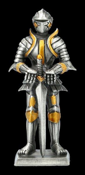 Zinn Ritter Figur stützt sich auf Schwert