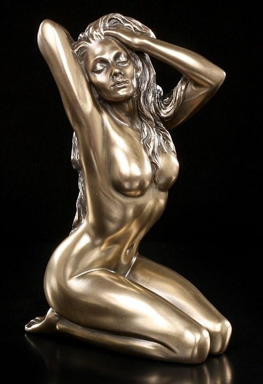 Nude Figurine - Amorous Woman - Reflection