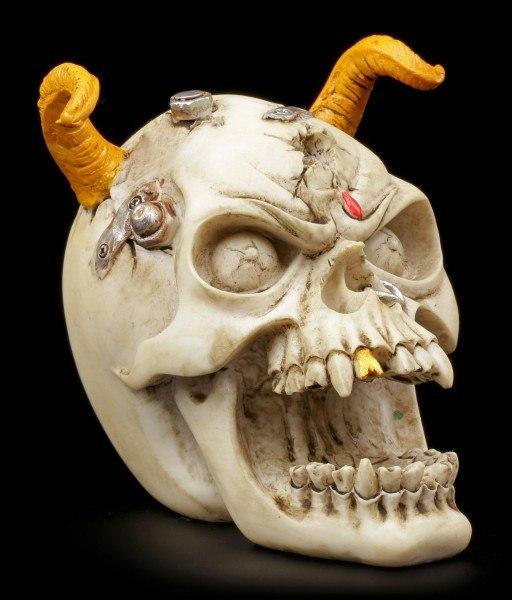 Totenkopf mit gelben Hörnern
