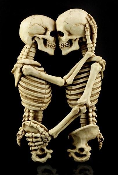 Skelett Wandrelief - Tödliche Umarmung
