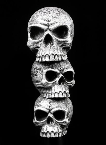 Spazierstock mit drei Totenköpfen