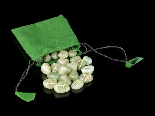 Runen aus grünem Aventurin Stein mit Beutel