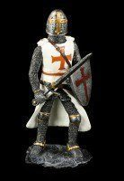 Kreuzritter mit erhobenem Schwert