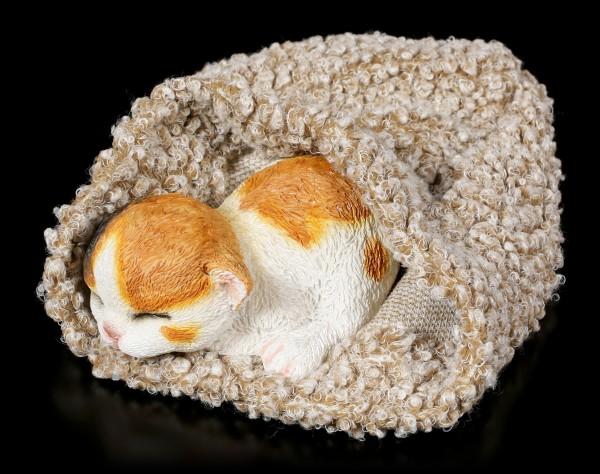 Katzen Figur schlafend in graue Decke eingewickelt