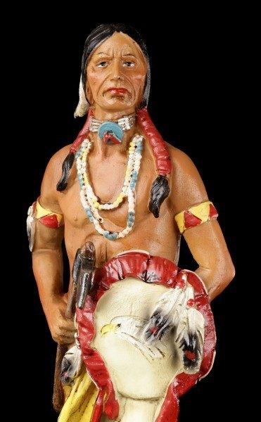 Indianer Figur - Stehend mit Tomahawk und Schild