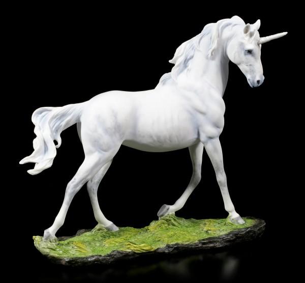 Weiße Einhorn Figur - Stolzierend auf grüner Wiese