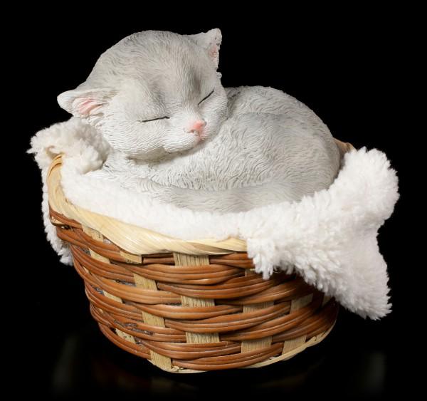 Graue Katzen Figur schlafend im Körbchen