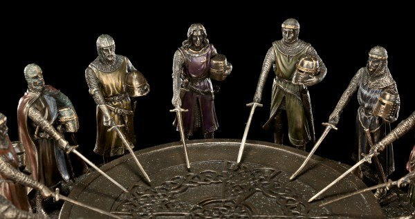 Round Table - King Arthur with 12 Knights