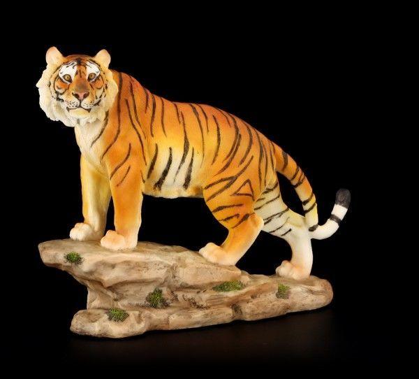 Tiger Figur auf Felsvorspruch