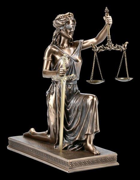 Kniende Justitia Figur mit Brieföffner