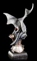 Drachen Figur auf spartanischer Rüstung