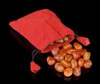 Runen aus rotem Karneol mit Beutel