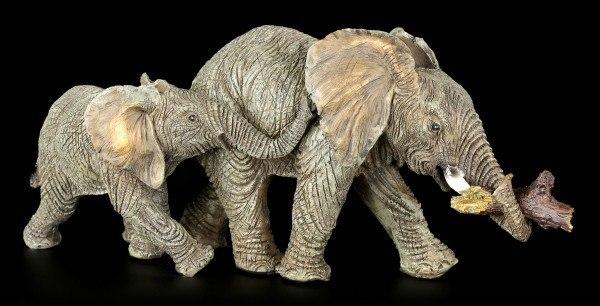 Elefanten Familie Figur - Mama mit Holzstück