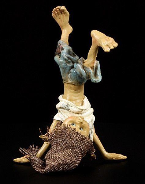 Pixie Kobold Figur macht Kopfstand
