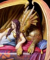 Drachen Figur mit Frau - Inner Sanctum