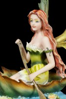 Elfen Figur - Hiava im Blatt-Boot