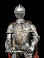 Ritter Figur mit rotem Umhang und Schwert