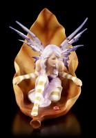 Elfen Figur - Jeora auf braunem Blatt