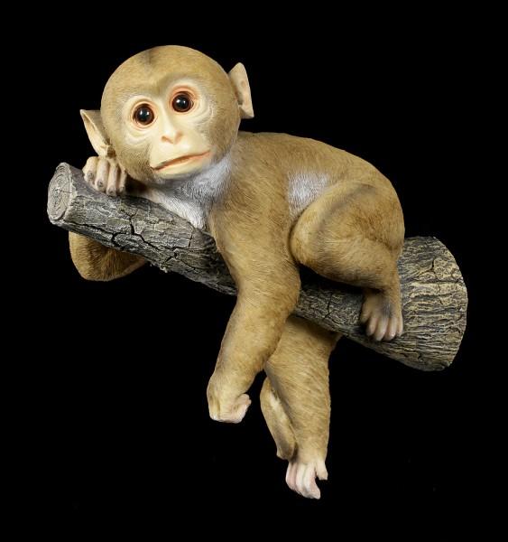 Gartenfigur - Affe liegt auf Ast