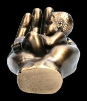 Baby in Hand Figur - A Little Handful