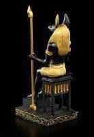 ägyptischer Gott Anubis auf Thron