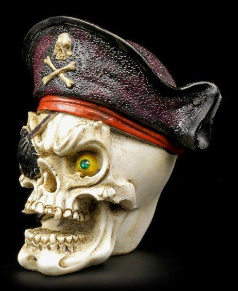 Totenkopf mit Piratenmütze