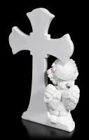 Weiße Cherub Figur vor Kreuz betend