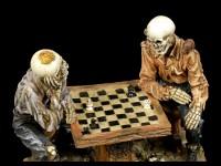 Skelett Figuren beim Schach spielen - Waiting