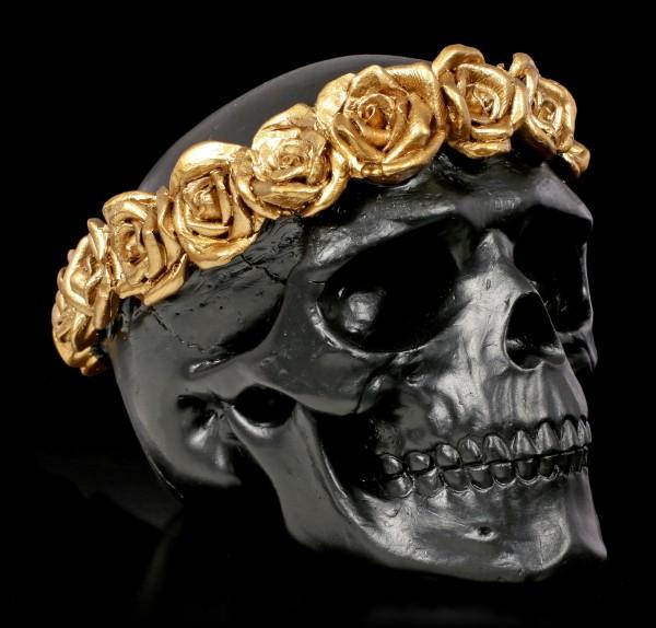 Schwarzer Totenkopf mit goldenem Rosenkranz