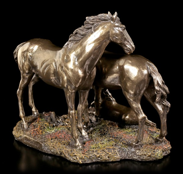 Horse Figurines - Mustang, Mare & Foal
