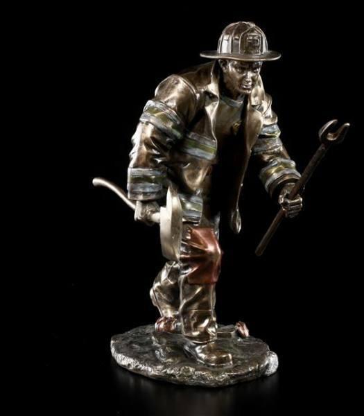 Feuerwehrmann Figur - mit Axt