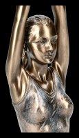 Weibliche Yoga Figur - Surya Namaskar Stellung