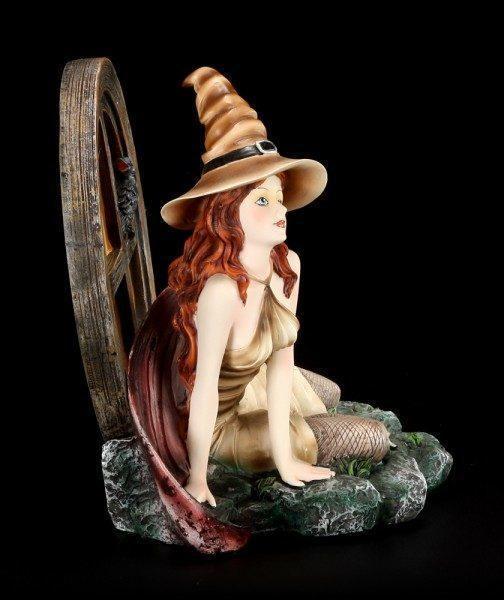 Witch Figurine - Alanta with Corvus the Raven