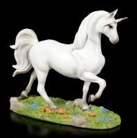 Weiße Einhorn Figur auf Wiese