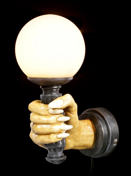 Wandlampe - Rechte Vampirhand by Markus Mayer